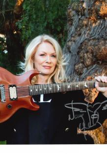 Nancy Wilson holds her 1978 Custom Paul Reed Smith